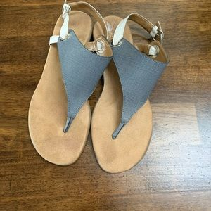 Aerosoles t-strap sandals